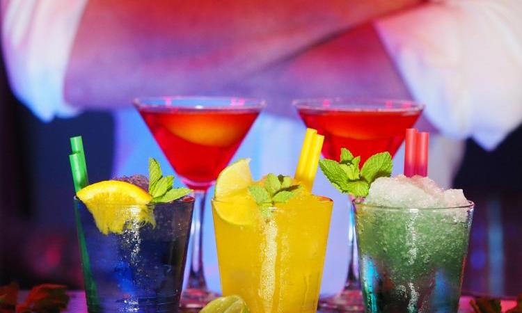Попробуйте эти 4 знаменитых коктейля и их рецепты дома