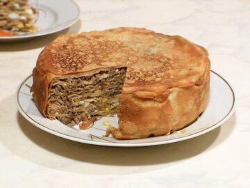 Вкусный и сытный блинный пирог