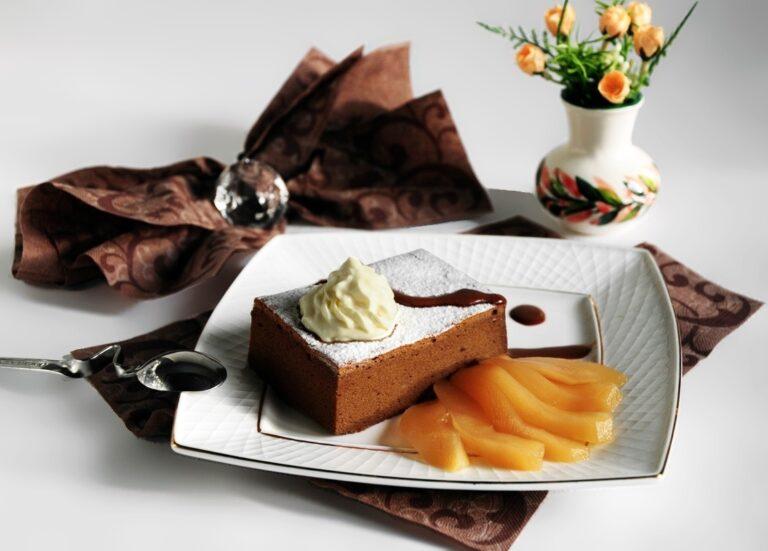 Шоколадное суфле с грушами